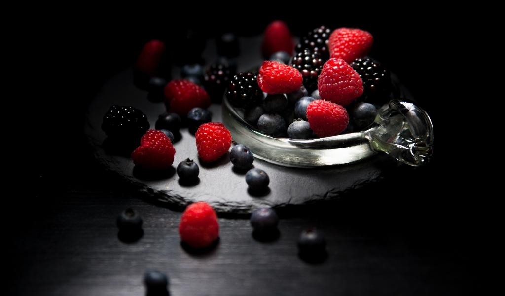 1024x600 wallpaper Dark mood, food, fruits, blueberry, raspberry, blackberry, 4k