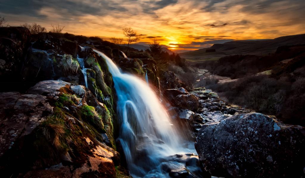 1024x600 wallpaper Scotland waterfall, sunset, rocks, nature