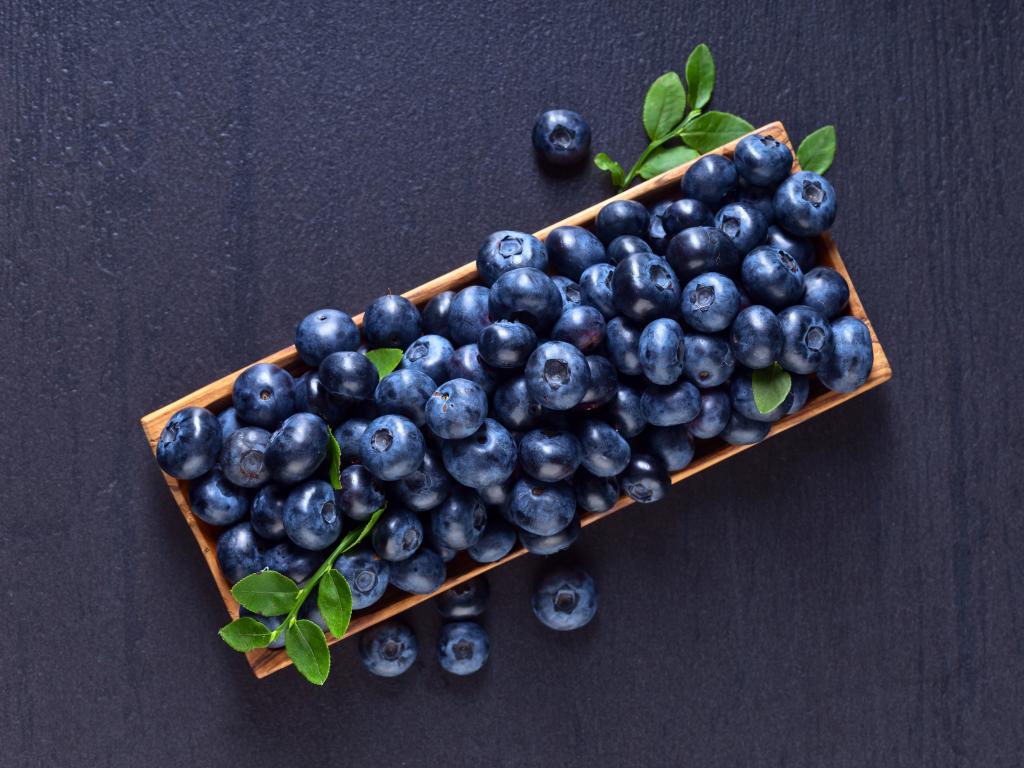 1024x768 wallpaper Blueberry, berries, fruits