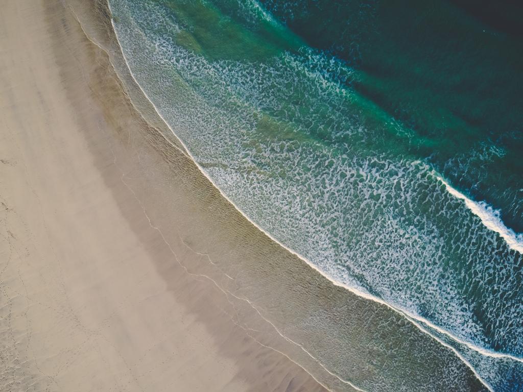 1024x768 wallpaper Aerial view, beach, sea waves