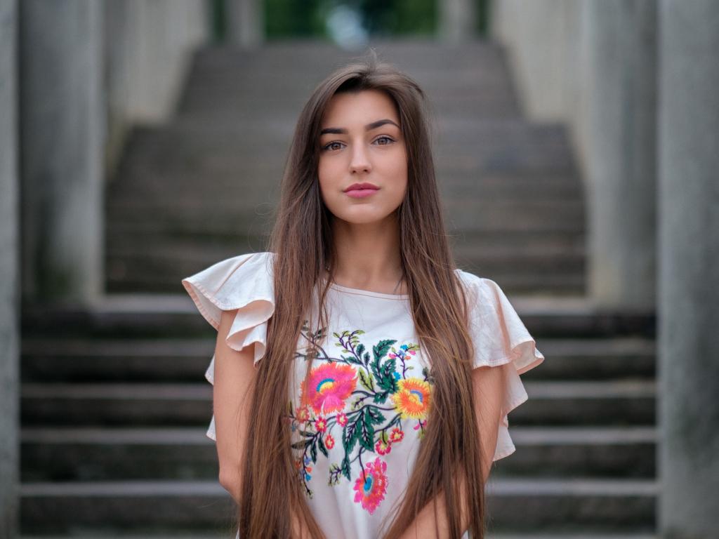 1024x768 wallpaper Brown eyes, girl model, beautiful