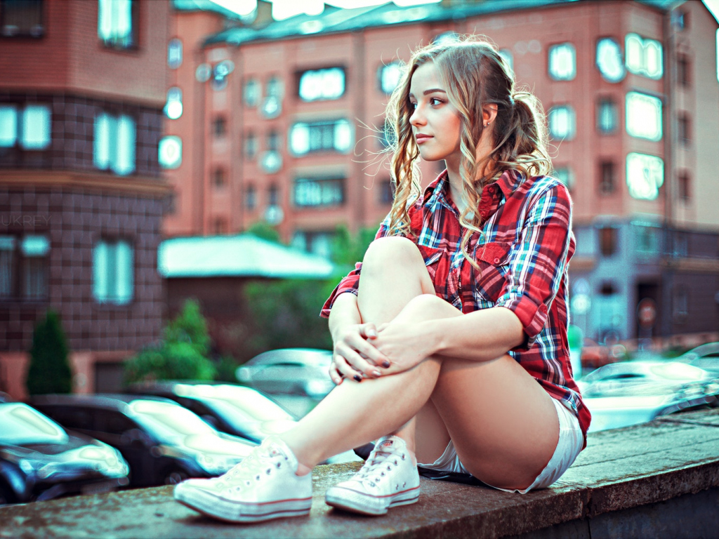 Desktop Wallpaper Short Jeans, Brunette, Beautiful, Girl ...