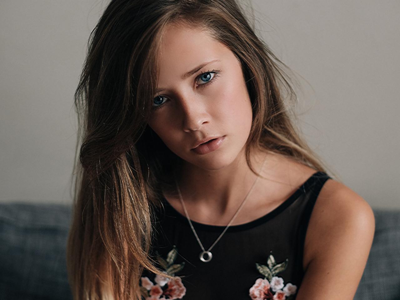1280x960 wallpaper Face, girl model, brunette