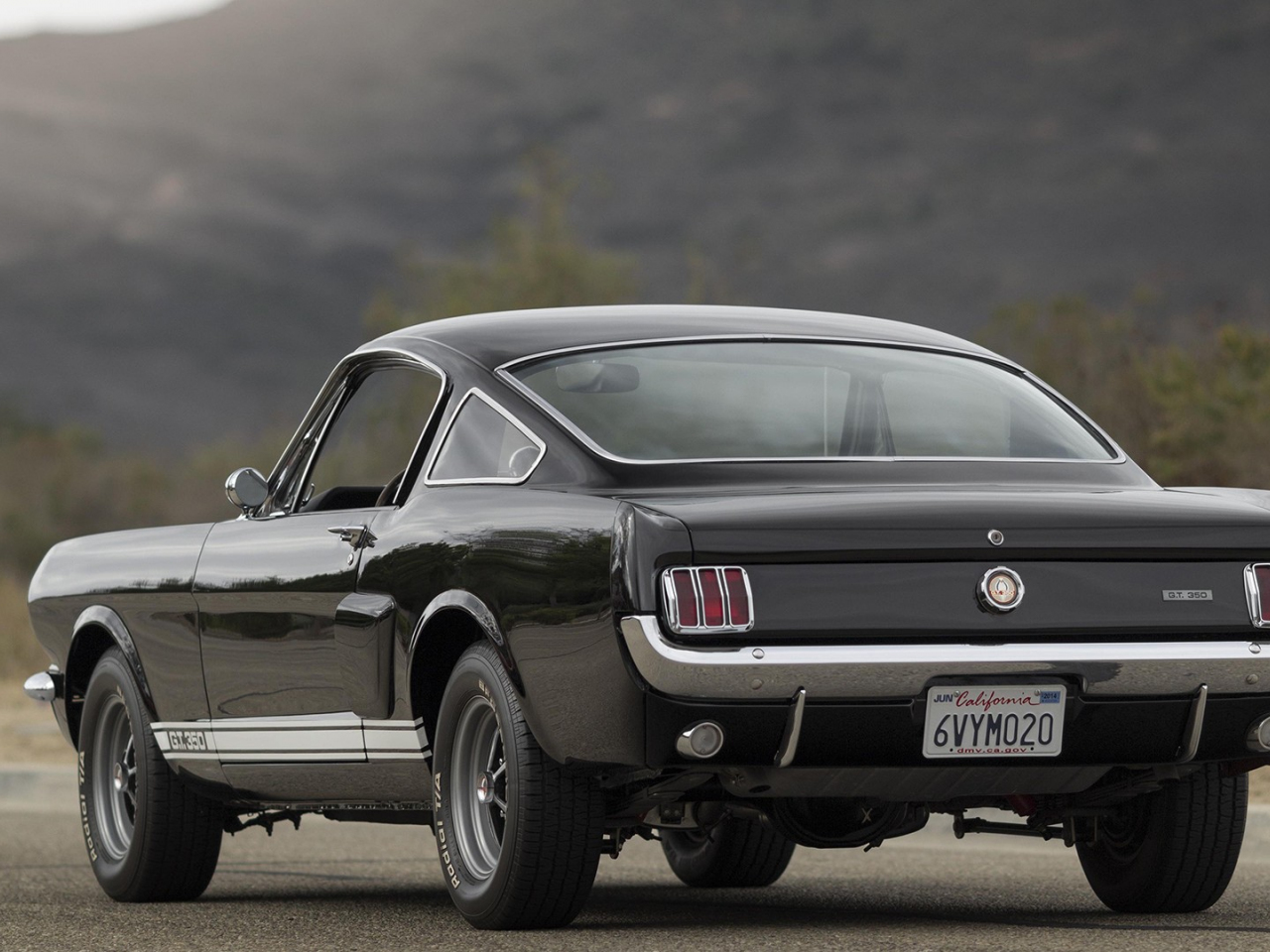 Download 1280x960 Wallpaper Black Ford Mustang Shelby Car Standard