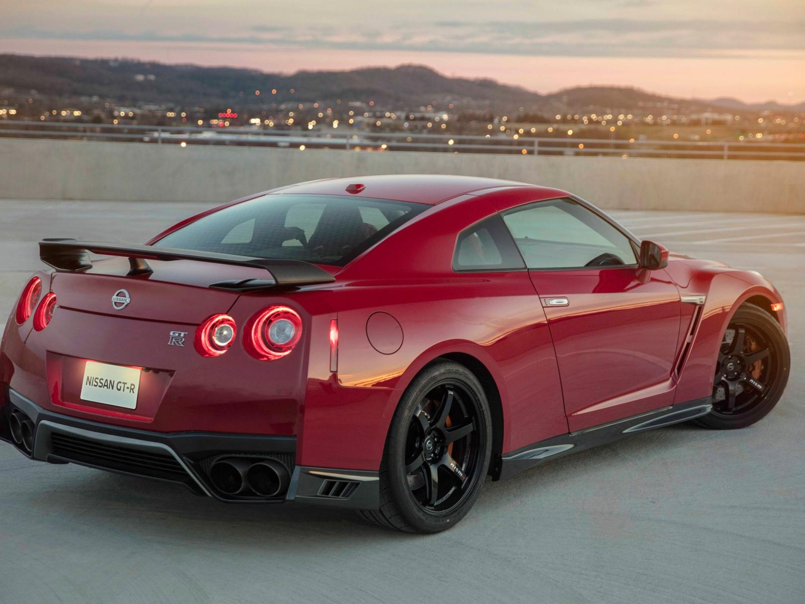 1600x1200 wallpaper Nissan GT-R, rear view, red car