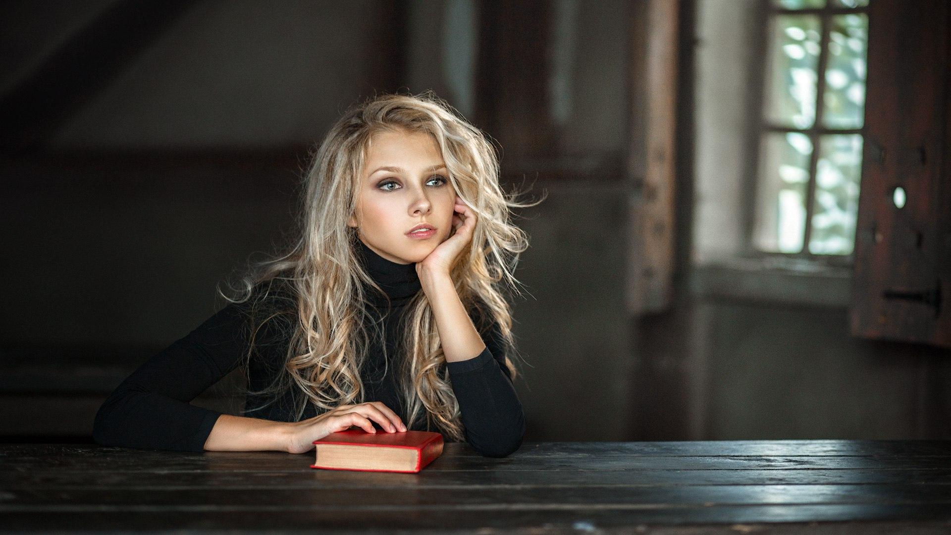 девушка блондинка книга girl blonde book  № 2710564 загрузить