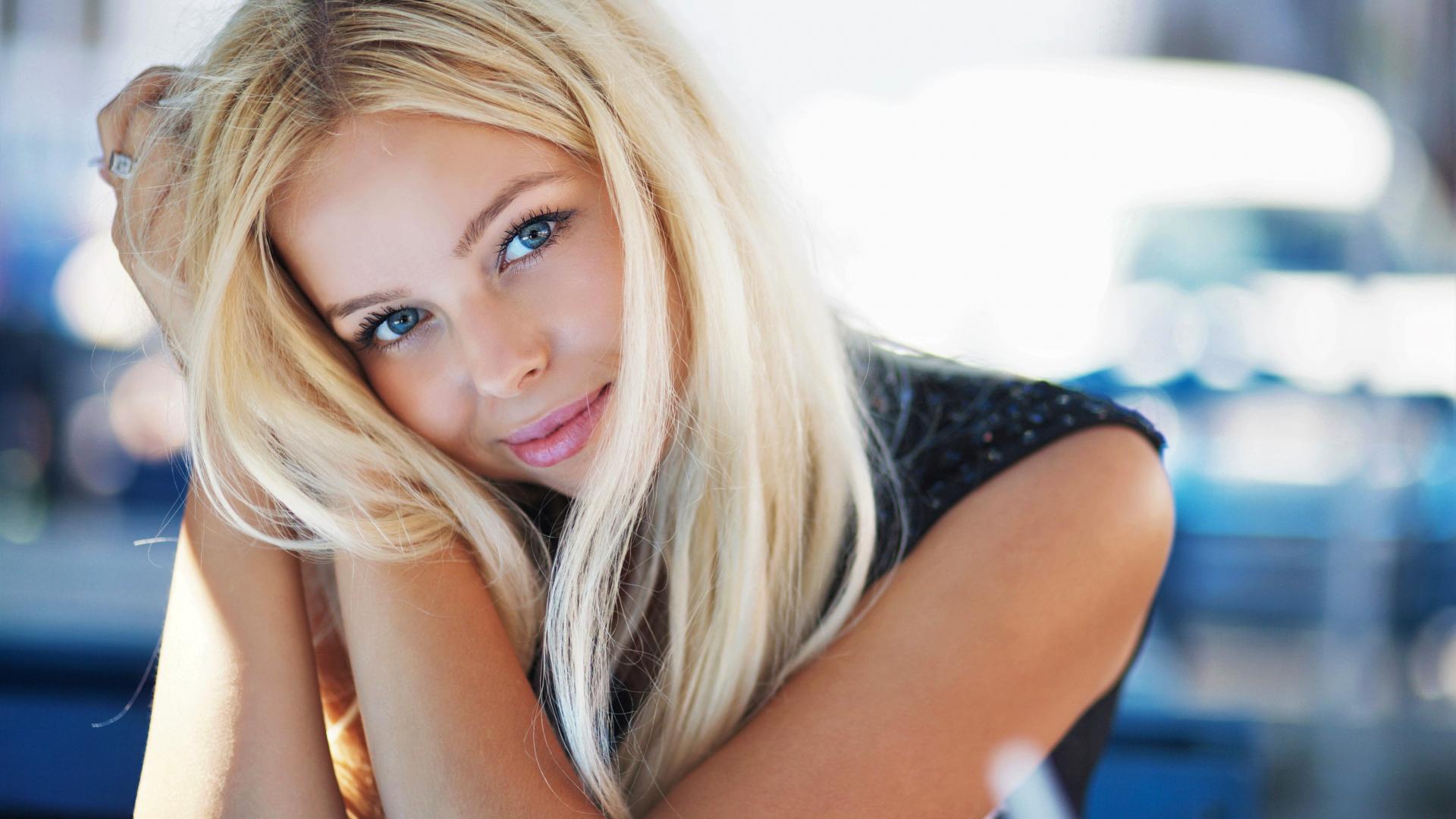 Beautiful petite blonde — photo 9