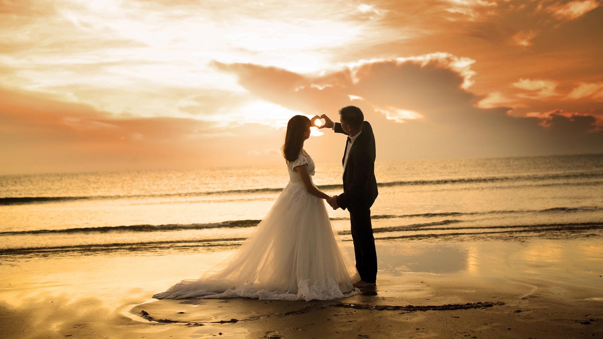 Download 1920x1080 Wallpaper Couple At Beach, Sunset, Love, Full Hd, Hdtv, Fhd, 1080p, 1920x1080 ...