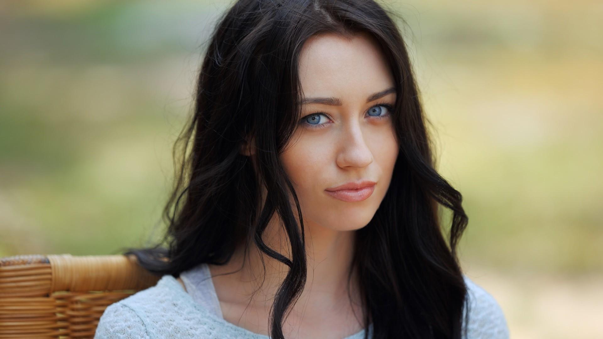 красивые фотографии девушки темноволосая взгляд