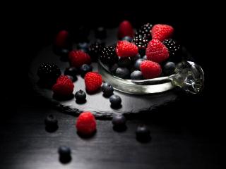 320x240 wallpaper Dark mood, food, fruits, blueberry, raspberry, blackberry, 4k