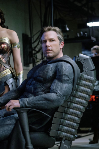 320x480 Wallpaper Ben Affleck Batman Gal Gadot Wonder Woman Justice League