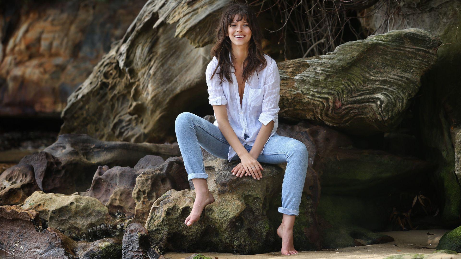 Wallpaper Smile. Georgia Fowler fashion model, sit, beach