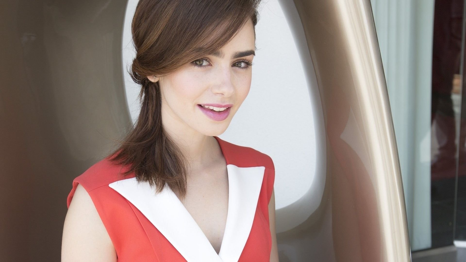 Wallpaper Smile actress, Lily Collins, celebrity