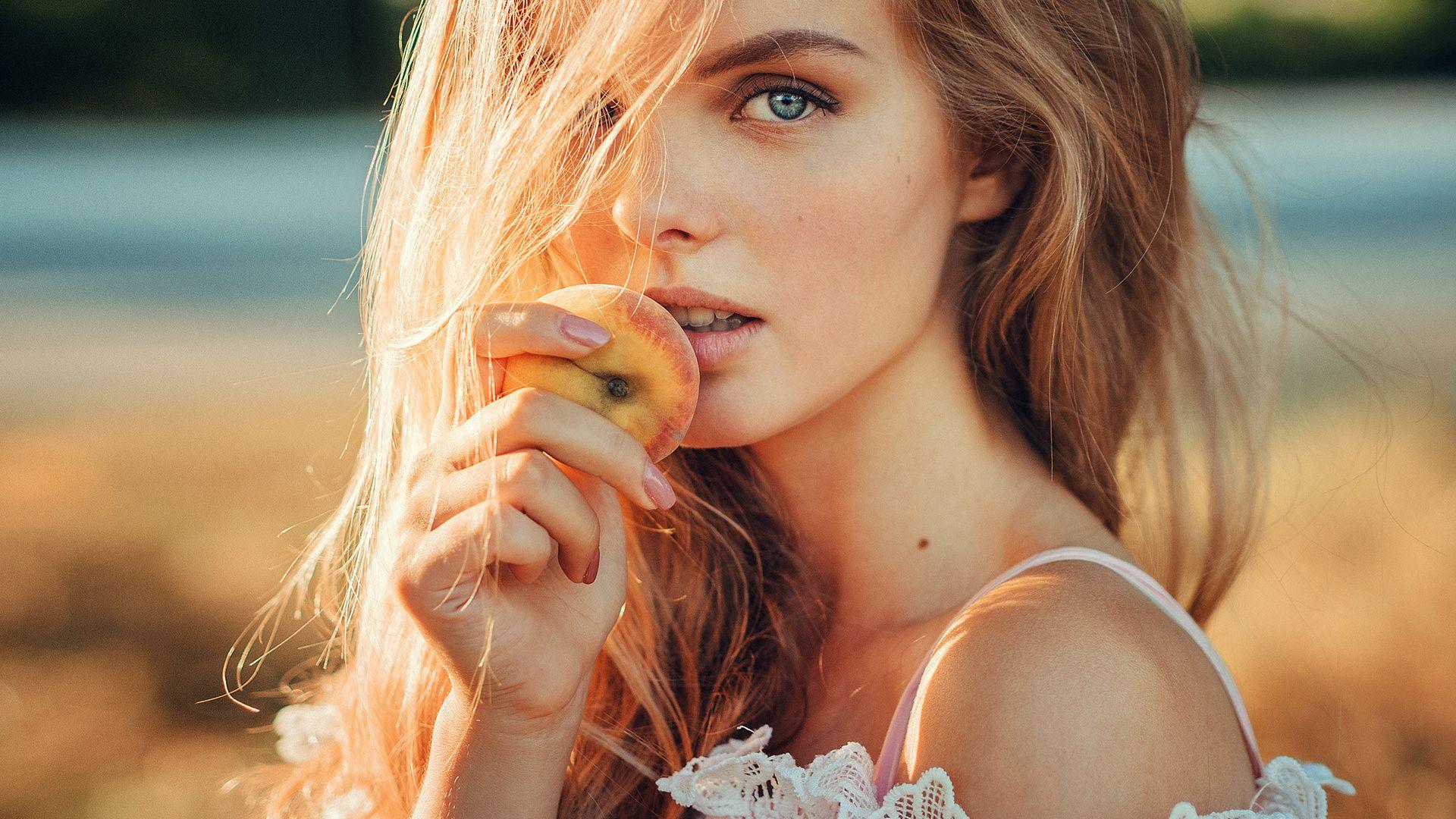 Wallpaper Blue eyes, girl model, apple