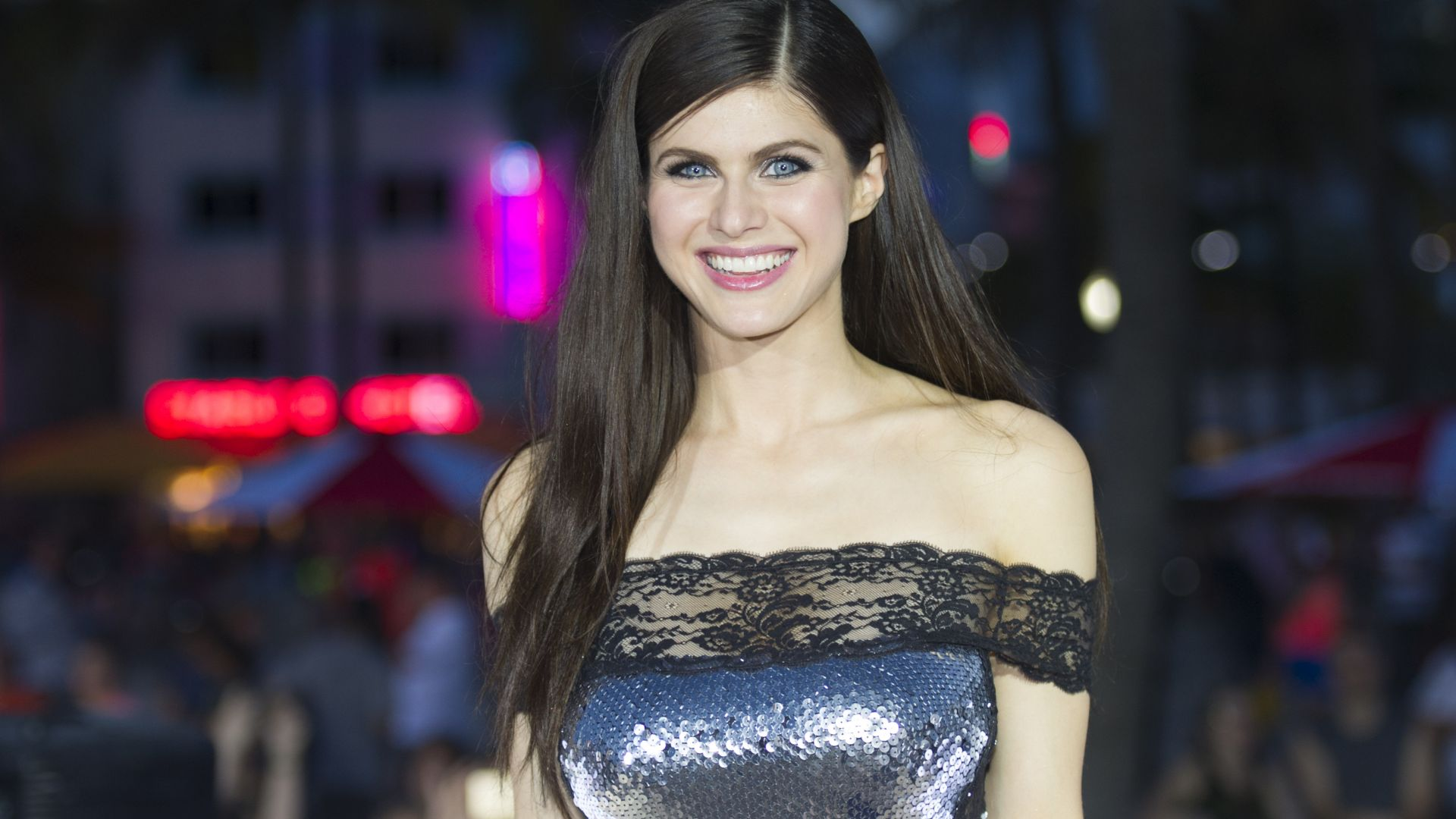 Wallpaper Alexandra Daddario, smile, beautiful, 4k, 2017