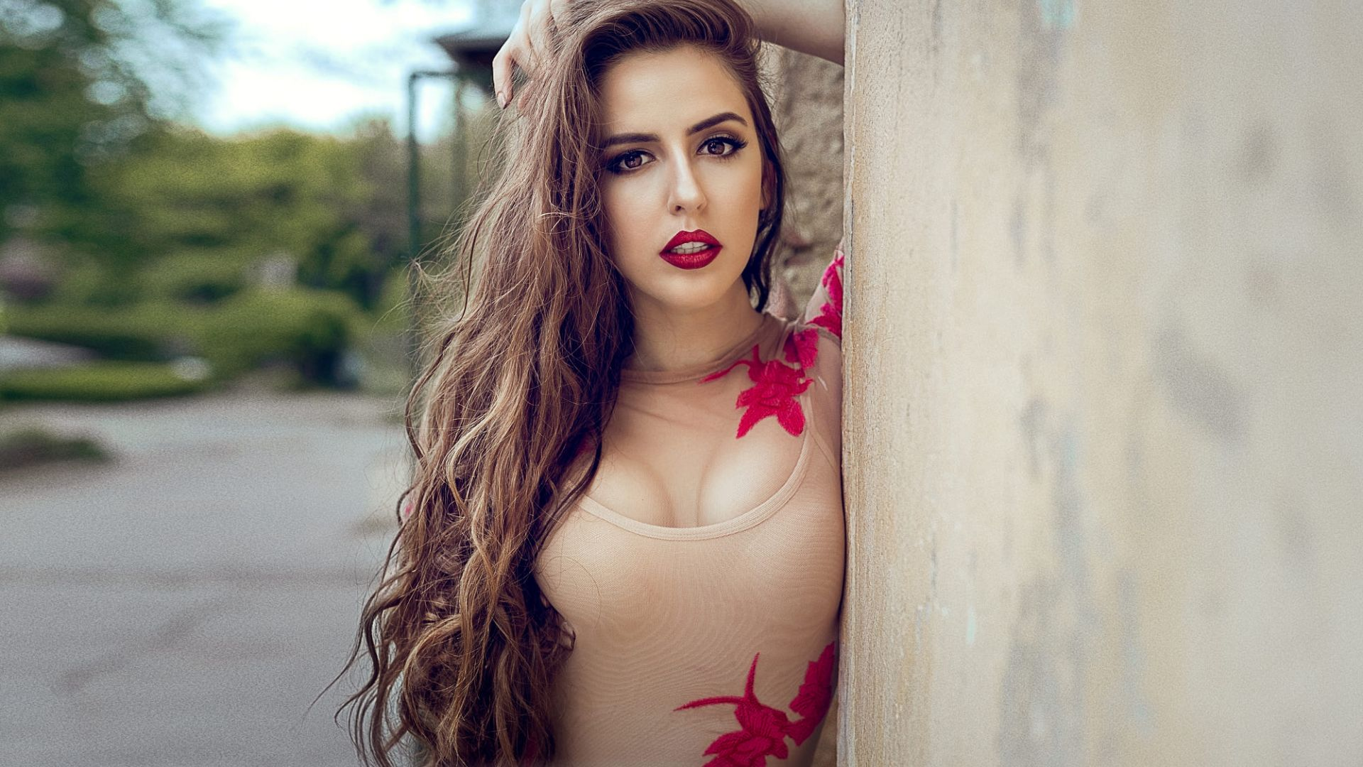 Wallpaper Red lips, hot & brunette woman