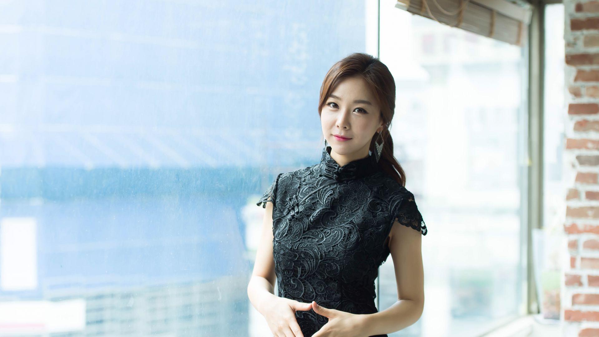 Desktop Wallpaper Son Ye Jin Black Dress Asian Model Actress Hd