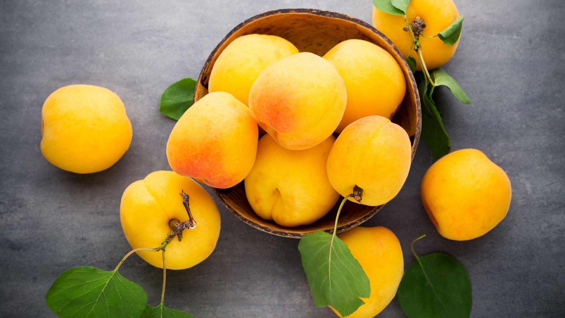 Wallpaper Apricot, yellow fruits, basket, leaves