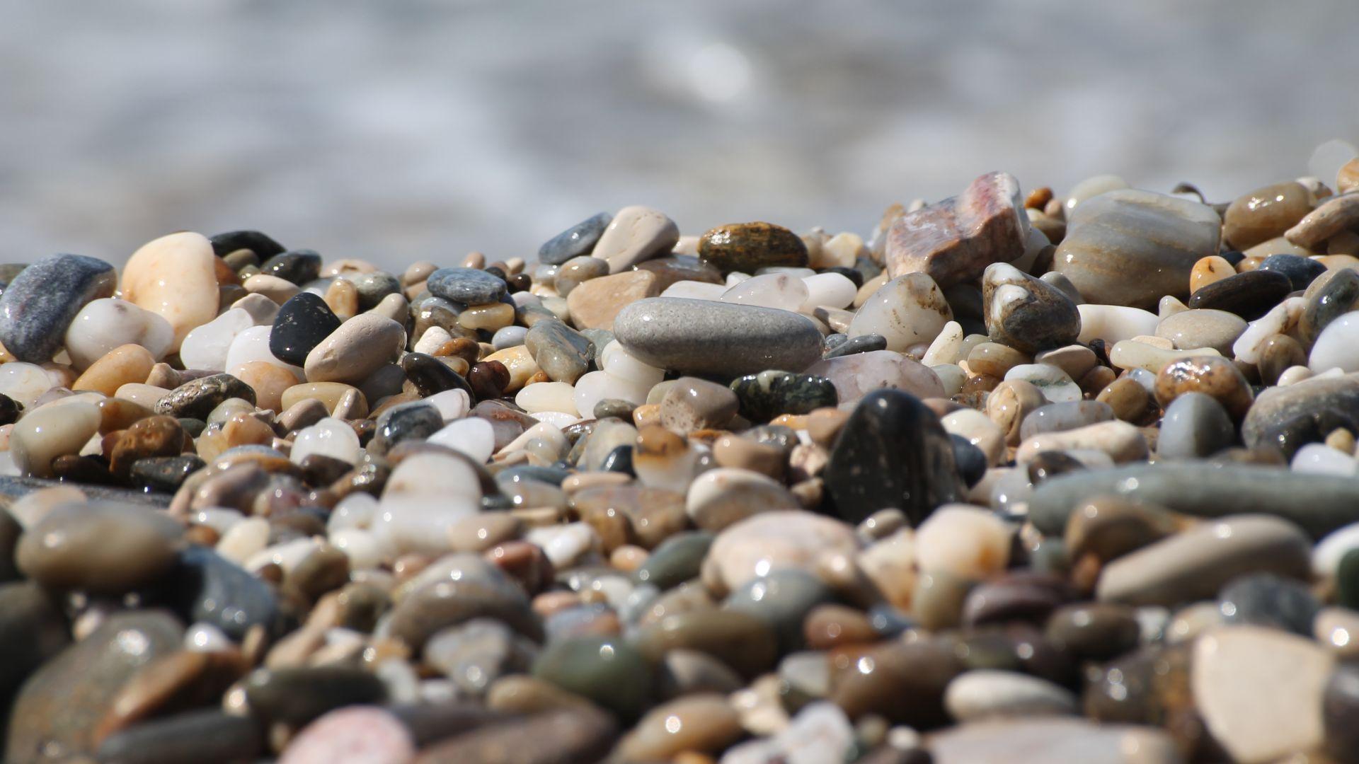 Wallpaper Shining pebbles, rocks