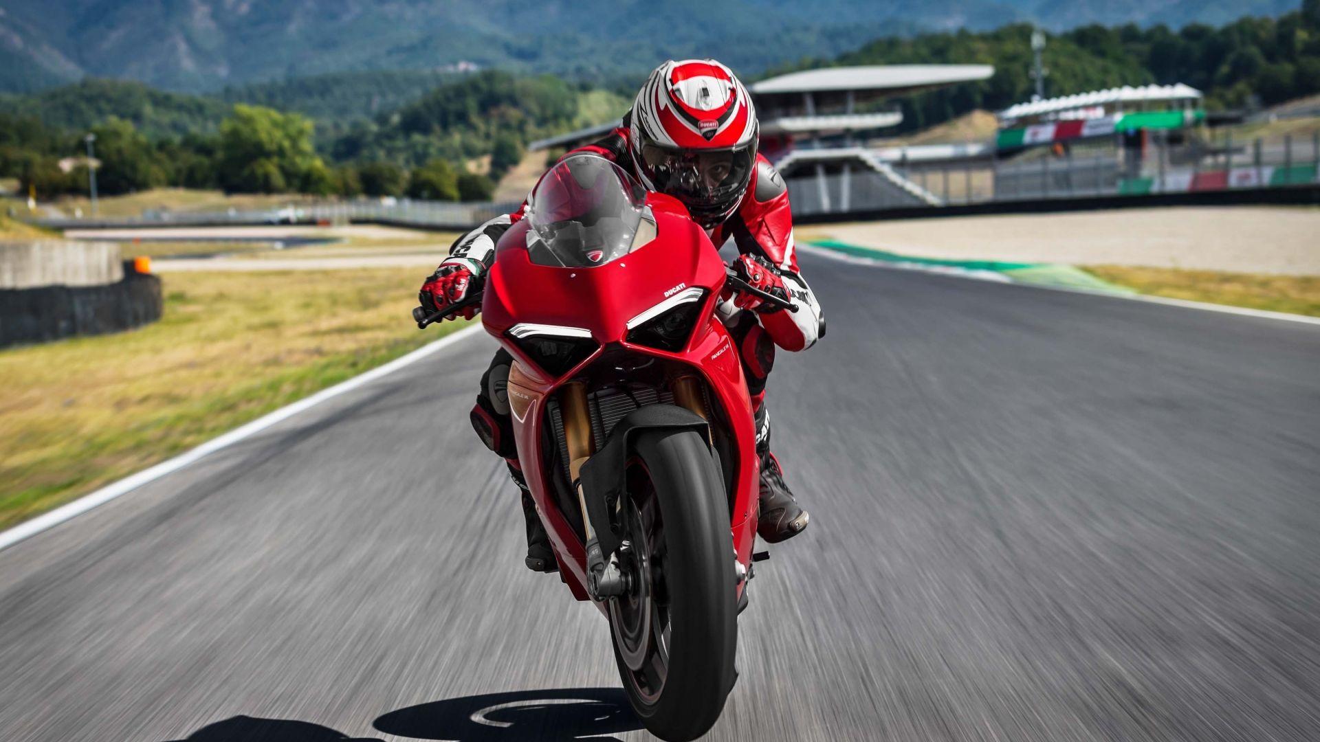 Wallpaper Ducati Panigale V4 S, 2018 bike, rider, 4k