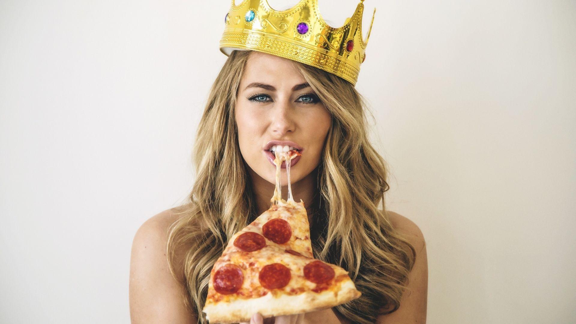 Wallpaper Girl model, eating, pizza, food, crown