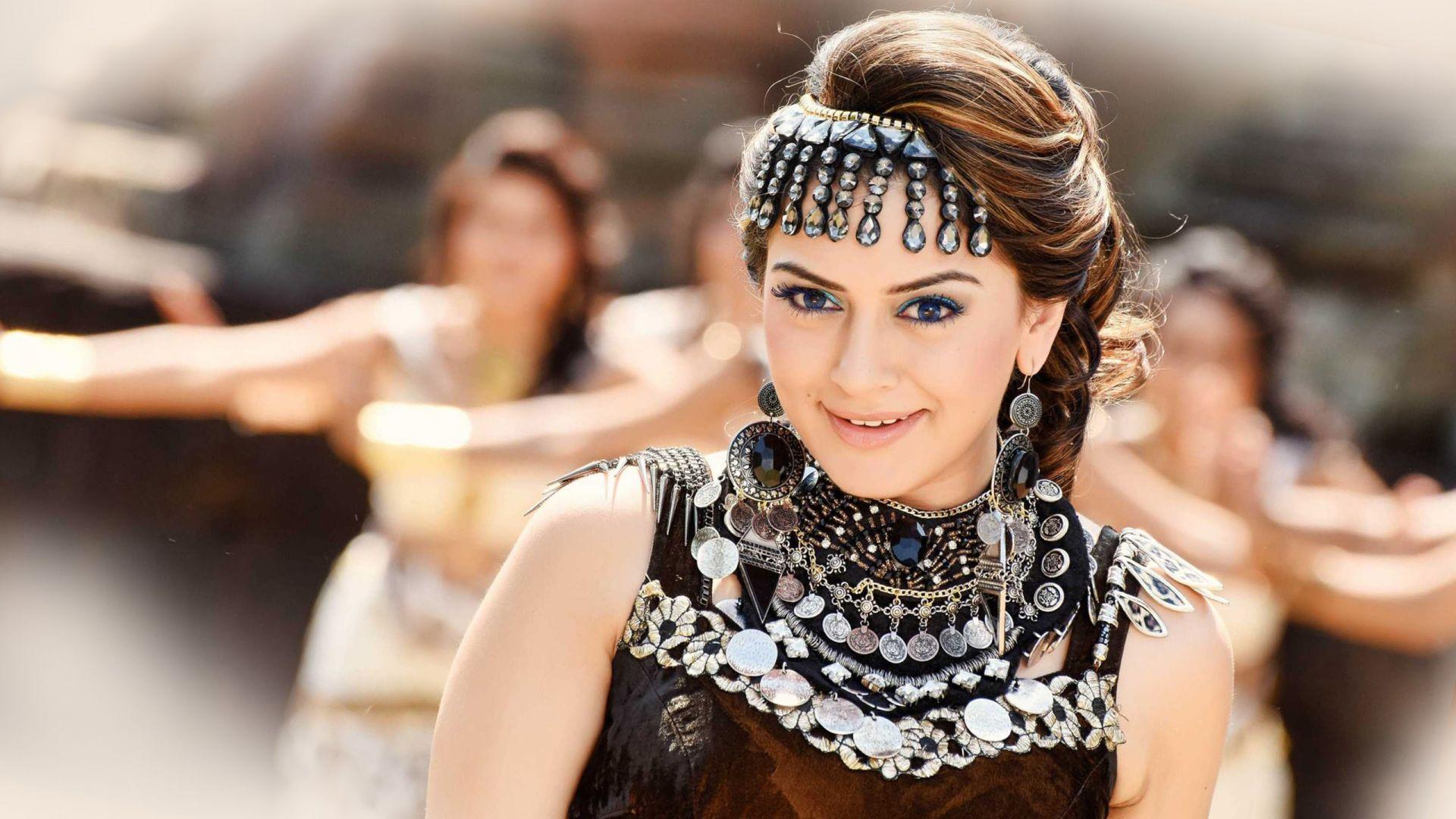 Wallpaper Indian actress Hansika Motwani in puli movie