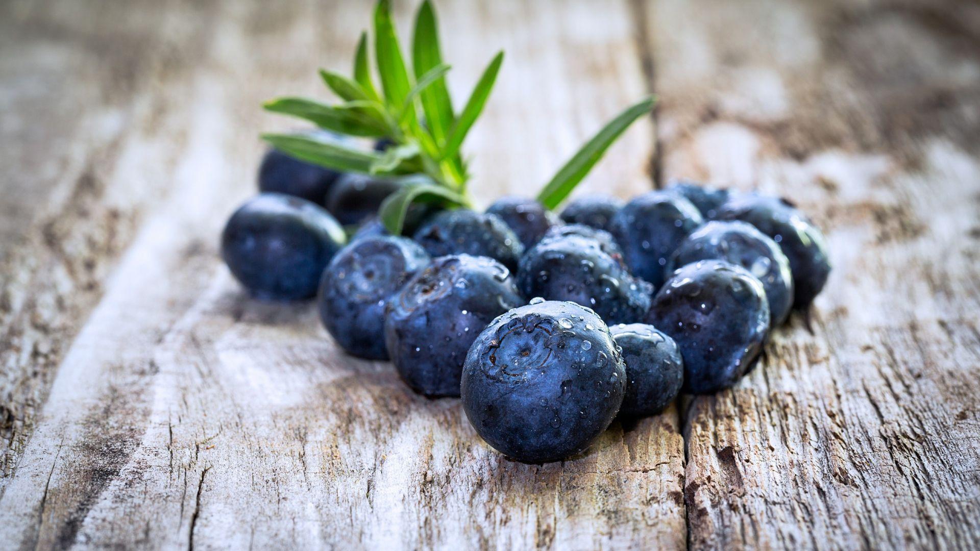 Wallpaper Wooden floor, blueberries, fruits