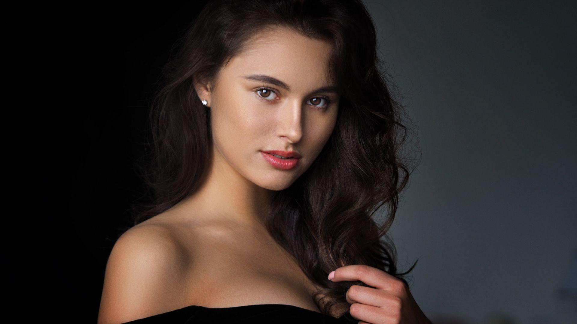 Wallpaper Beautiful woman, smile, brunette, juicy lips