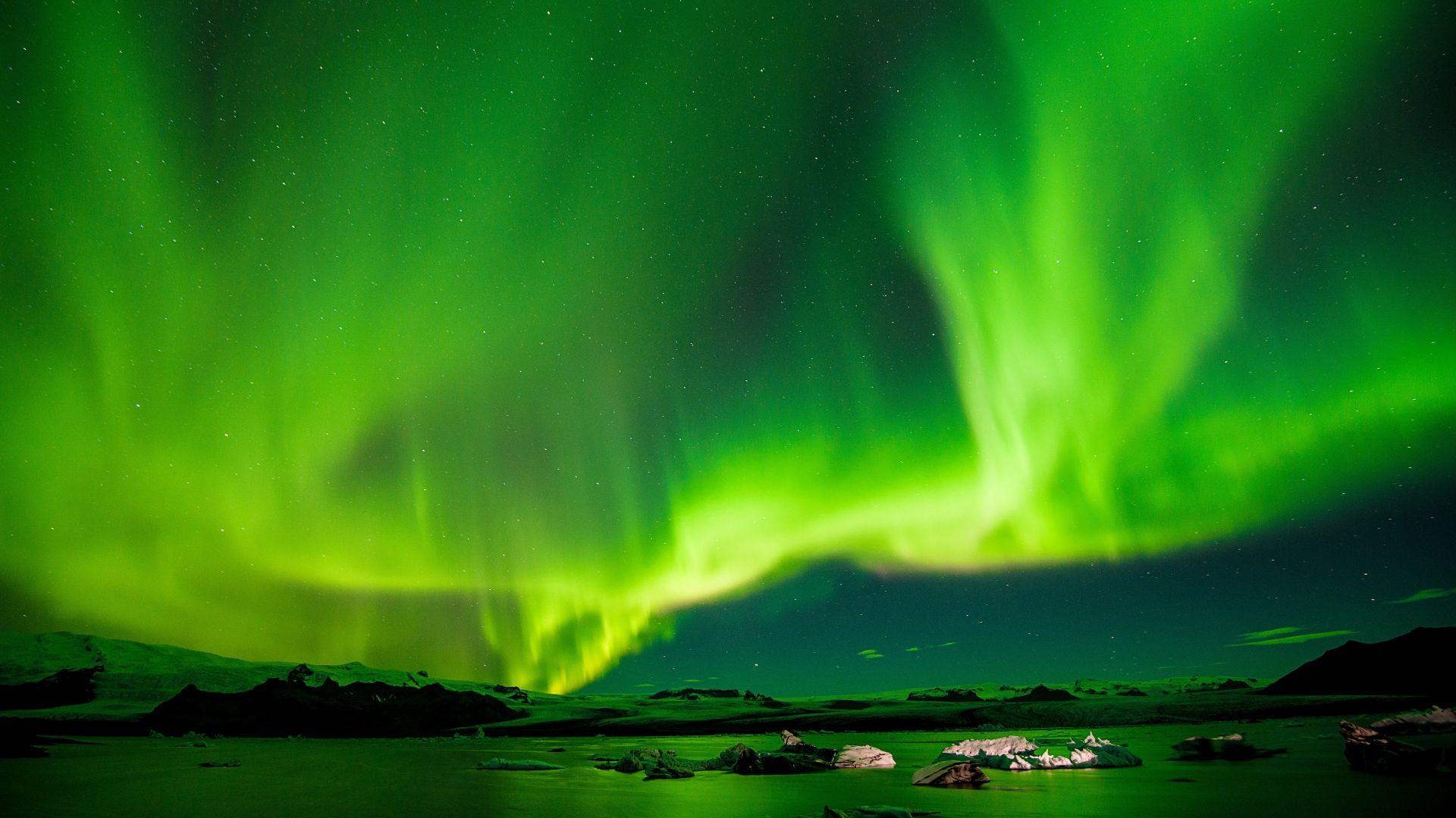Desktop Wallpaper Aurora Borealis In Iceland Hd Image Picture