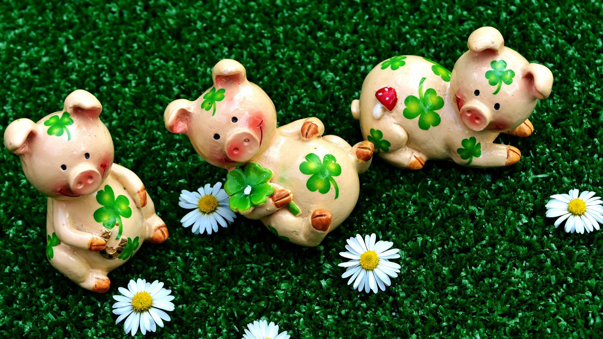 Wallpaper Pig figure, toys, daisy flowers, meadow