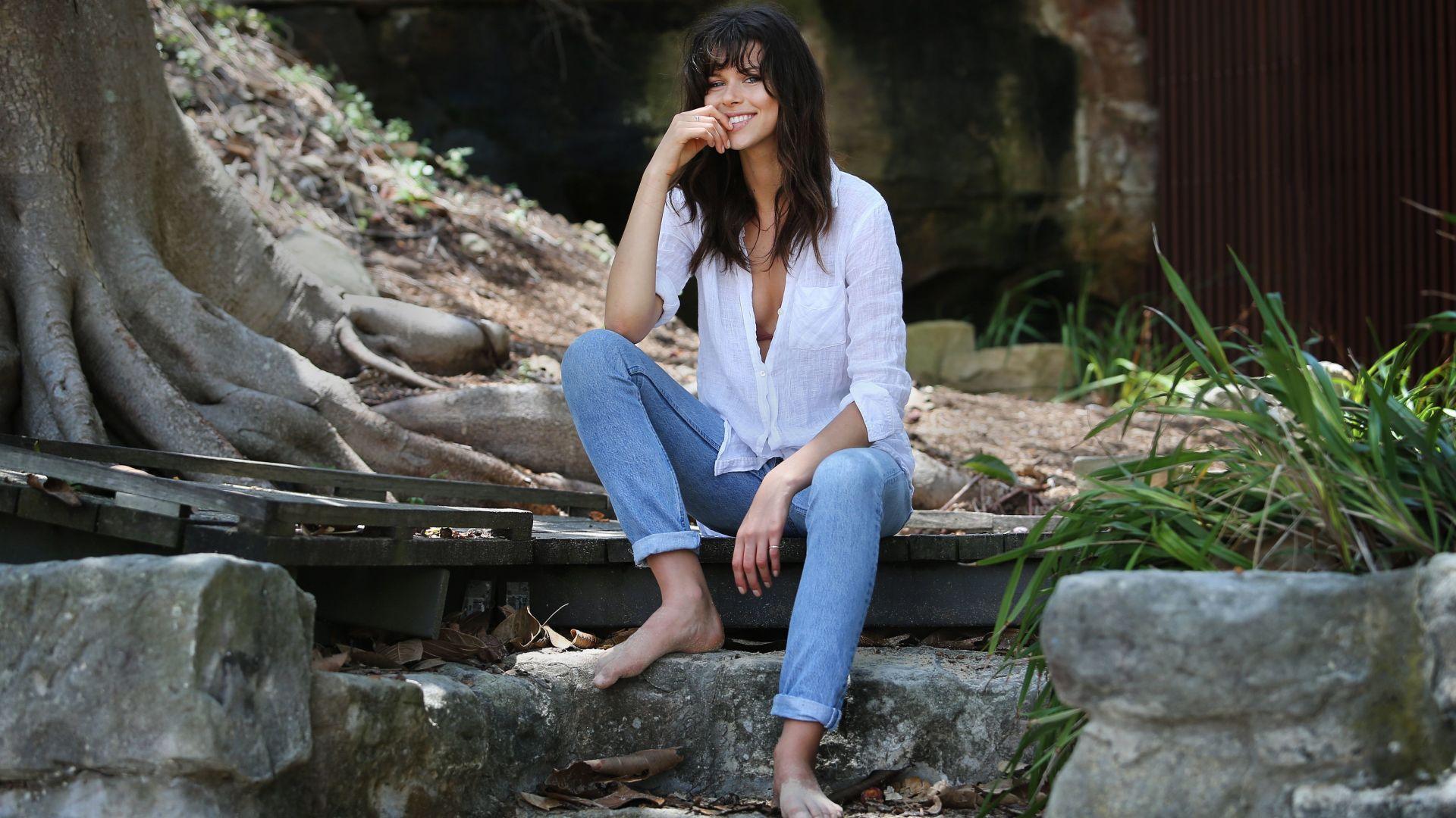 Wallpaper Georgia Fowler, white shirt, jeans, sit, model