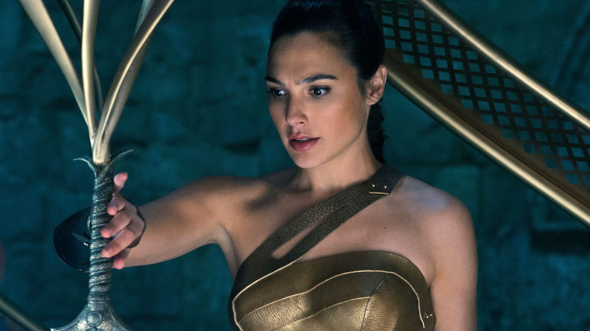Wallpaper Gal Gadot as wonder woman, 2017 movie, sword