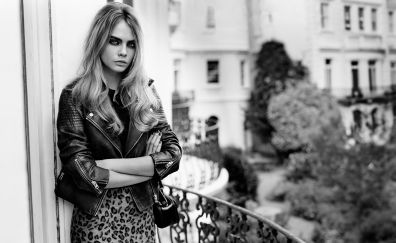 Cara Delevingne, crossed arms, monochrome