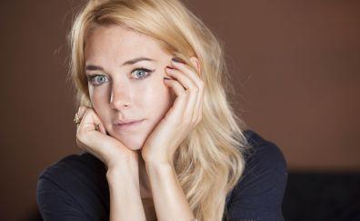 Vanessa Kirby, blonde, celebrity