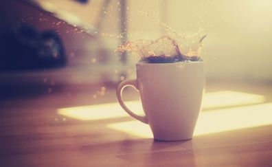 Coffee splashes in coffee cup
