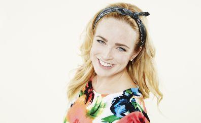 Smile, popular actress, Caity Lotz
