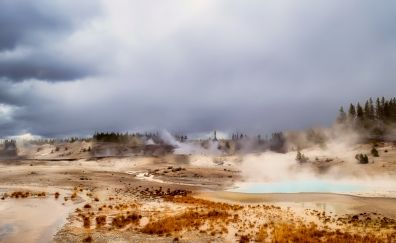 Yellowstone National Park, Old Faithful geyser, landscape