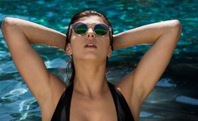 Wet body, Leah Gotti, sunglasses, model
