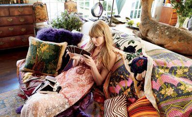 Sofa, smile, actress, Taylor swift