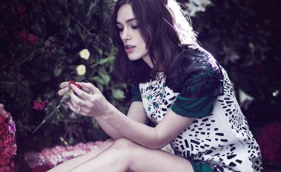 Keira Knightley, sit, garden, flowers