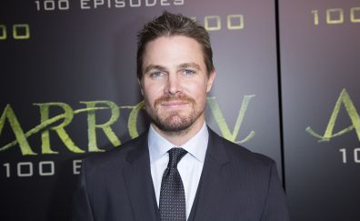 Actor, Stephen Amell, smile