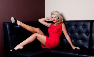 Erin Richards, blonde, celebrity, sofa, red dress