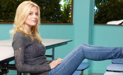 Community tv series, blonde, Gillian Jacobs
