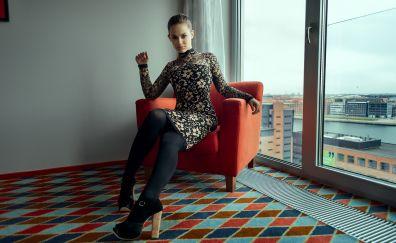 Sarah Salomonsen, girl model, sitting