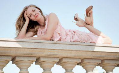 Lying down, smile, Amanda Seyfried