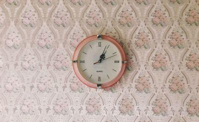 Clock on wall minimal