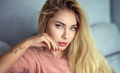 Blonde, celebrity, Cassandre Lamarche, tattoo