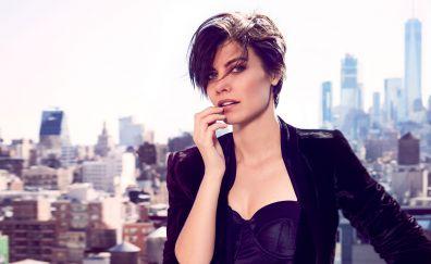 Beauitful British Model, Lauren Cohan