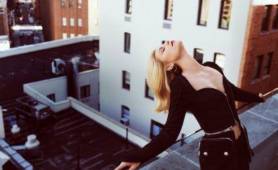 Blonde, Claire Danes, black dress