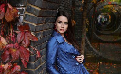 Tunnel, girl model, blue dress